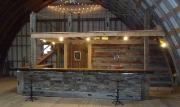Built-in Bar & Balcony